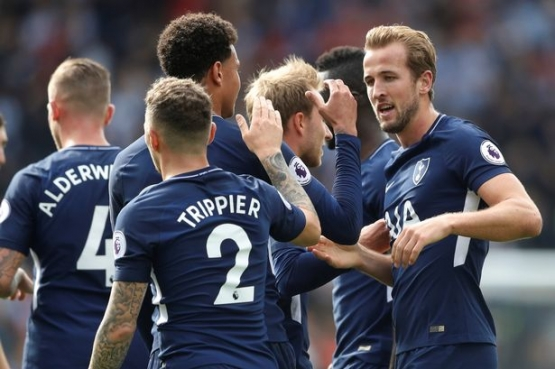 Harry Kane at the double as Spurs breeze past Huddersfield