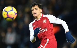 (FILES) This file photo taken on December 31, 2017 shows Arsenal's Chilean striker Alexis Sanchez watches the ball during the English Premier League football match between West Bromwich Albion and Arsenal at The Hawthorns stadium in West Bromwich, central England, on December 31, 2017. Arsene Wenger admitted on January 12, 2018 that Alexis Sanchez's future is up in the air as Jose Mourinho and Pep Guardiola stayed tight-lipped over potential moves for the forward during the January transfer window./ AFP PHOTO / Paul ELLIS