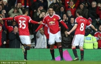 Man Utd stay top with Swansea rout, Stoke see off Arsenal, Liverpool win