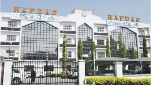 Nigeria: NAFDAC rallies cosmetics, condiments dealers in Anambra State to join fight against unwholesome products, donates chairs to NYSC in southeast zone