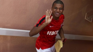 Monaco's French forward Kylian Mbappe waves as he enters the dressing rooms prior to the French L1 football match between Monaco (ASM) and Marseille (OM) on August 27, 2017, at the Louis II Stadium in Monaco. Valery HACHE / AFP