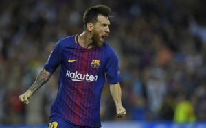 Barcelona's forward from Argentina Lionel Messi celebrates after scoring during the UEFA Champions League Group D football match FC Barcelona vs Juventus at the Camp Nou stadium in Barcelona on September 12, 2017. / AFP PHOTO / LLUIS GENE