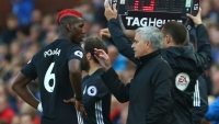 Manchester United's Portuguese manager Jose Mourinho (2R) gives instructions to Manchester United's French midfielder Paul Pogba (L) during the English Premier League football match between Stoke City and Manchester United at the Bet365 Stadium in Stoke-on-Trent, central England on September 9, 2017. PHOTO:Geoff CADDICK / AFP
